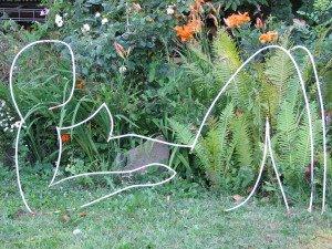 je vous invite dans les jardins de Rocambole un fabuleux site  http://www.jardinsrocambole.fr/expositions.html à Cornuds 35150